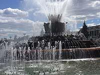 В Москве на ВДНХ загорелся отреставрированный фонтан