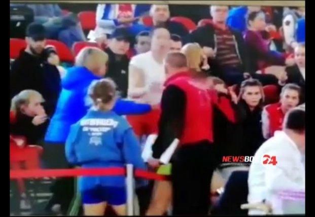 Российские самбистки подрались со зрителями (видео)