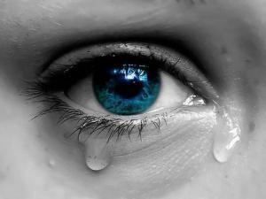 Специалисты рассказали, полезно ли плакать