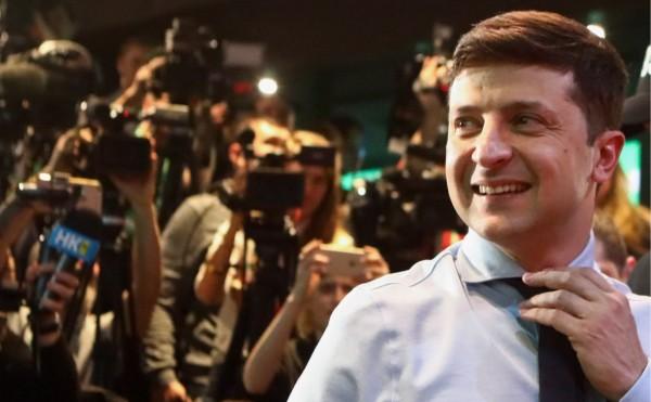 Зеленский оторвался от Порошенко на более чем 13%