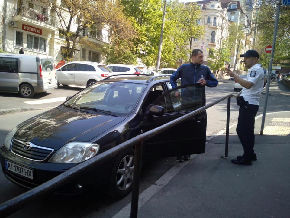 В Киеве появились инспекторы по парковке (фото)