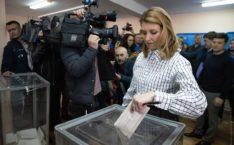 Елена Зеленская наградила мужа горячим поцелуем: весь стадион ахнул, трогательные фото и видео
