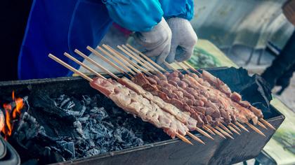 Роспотребнадзор дал советы по выбору свежего мяса для шашлыка