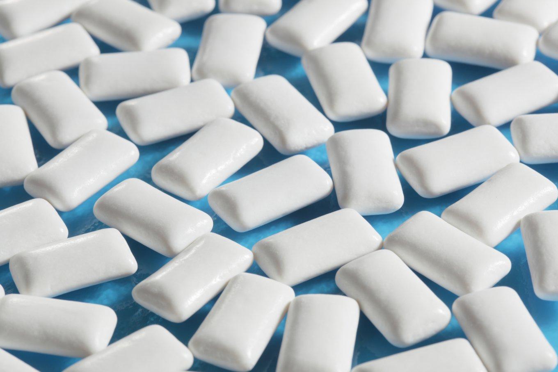 Диетологи рекомендуют жевать жвачку, чтобы быстро похудеть