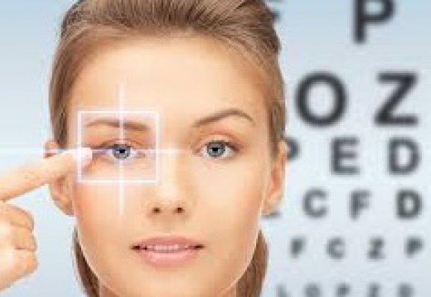 Врачи назвали продукты, которые портят и улучшают зрение