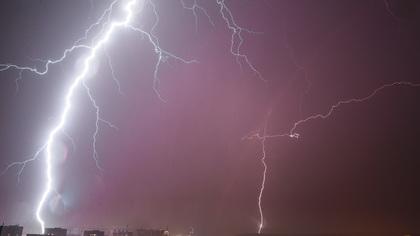 Кемеровские синоптики пообещали дождь, град и молнии