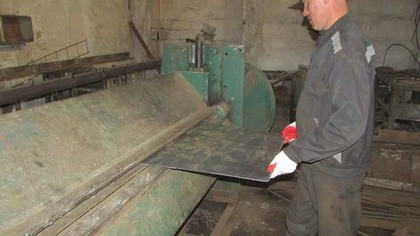Власти кузбасских городов поручили заключенным поработать гильотиной