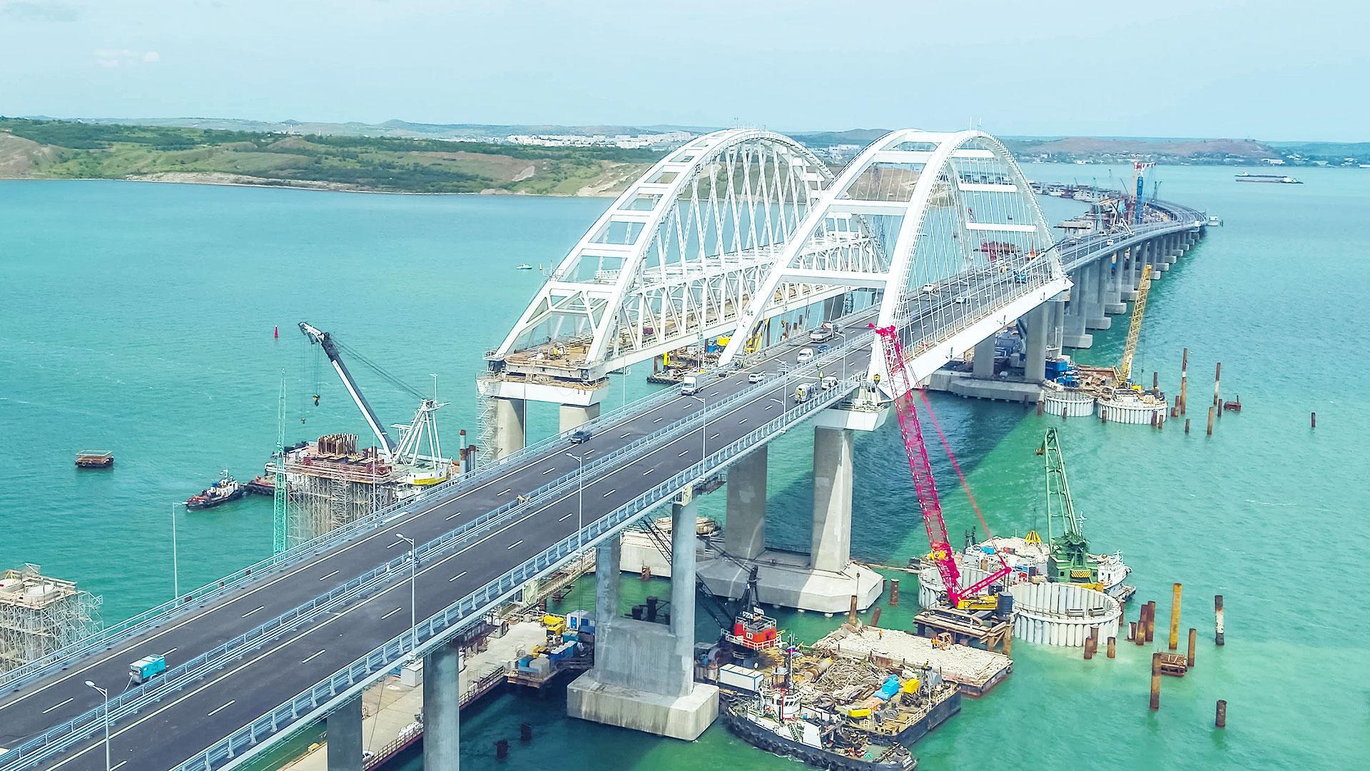 Водитель разогнался на Крымском мосту до 243 км/ч