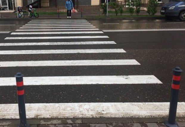 Перед пешеходными переходами на тротуарах появятся столбики