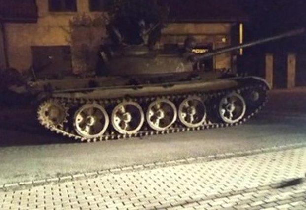 В Польше пьяный угнал советский танк и катался по городу
