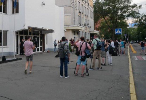 Убийство ребенка полицейскими: у МВД Киева собирается возмущенная толпа (фото)