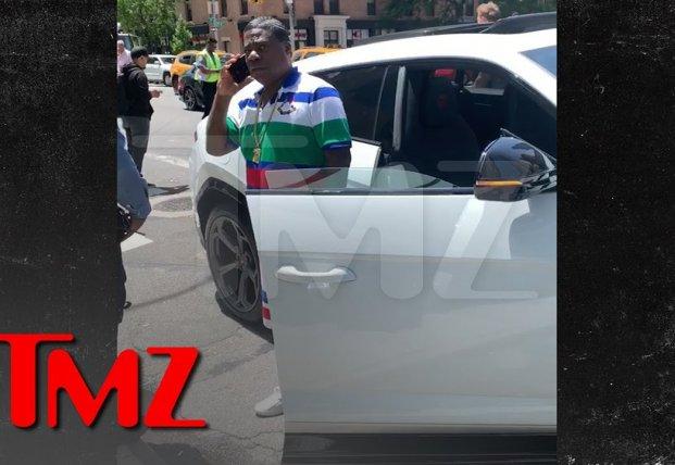 Известный американский актер попал в ДТП сразу после покупки элитного авто (видео)
