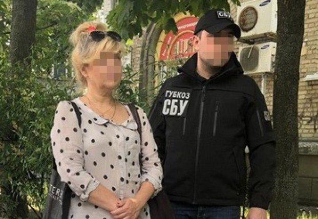 Тренер Нацсборной погорела на взятке (фото)