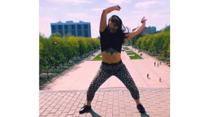 Суд оштрафовал девушку за танец в Брянске
