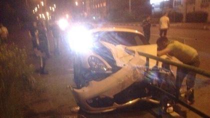 Новокузнецкий лихач разбил дорогую иномарку во время ночных гонок