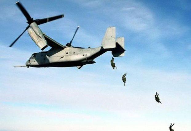 В Крыму высадились более 2 тысяч десантников с 40 самолетов (видео)