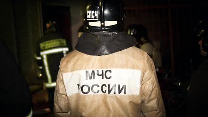 15 человек тушили пожар в кузбасской многоэтажке