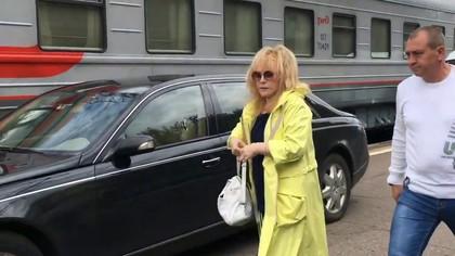 Иномарка Пугачевой на перроне вокзала вызвала бурную реакцию в Сети