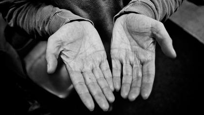 Кузбассовец случайно убил друга хлопком по плечу