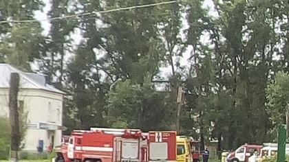 Пожарные и скорая помощь съехались к детскому больничному городку в Кемерове