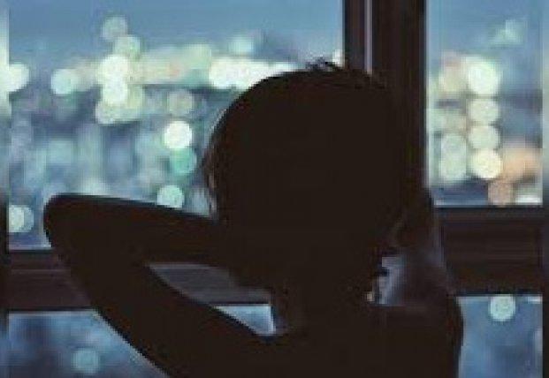 В Киеве молодая девушка выпрыгнула из окна (фото)