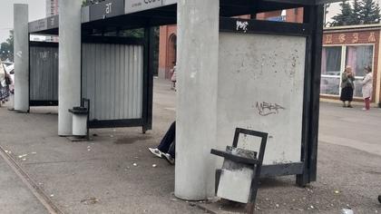Плачевное состояние кемеровской остановки возмутило жителей города