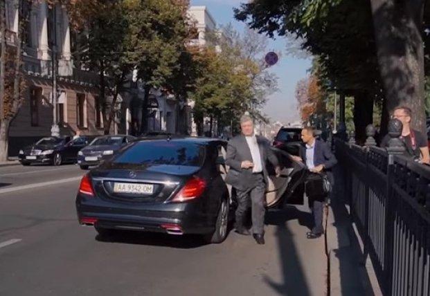 Порошенко поймали на нарушении правил дорожного движения (видео)