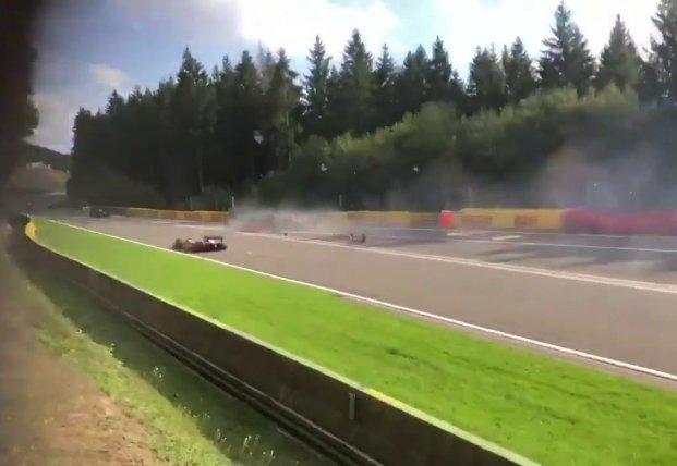 Кадры смертельной аварии на первой гонке
