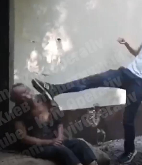 В Киеве будут судить подростков за жестокое избиение бездомного (фото)