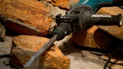 Рабочие оказались под завалами рухнувшей пятиэтажки в Подмосковье