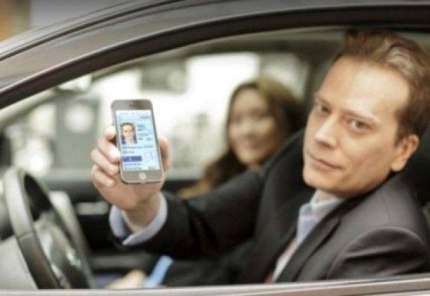 Водительские права в смартфоне: Кабмин объявил эксперимент