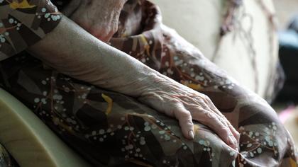Лже-родственник лишил сбережений кузбасскую пенсионерку