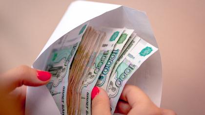Жительница Кузбасса похитила крупную сумму денег у подруги под видом мужчины