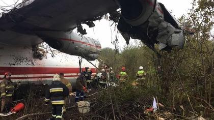 Самолет Ан-12 совершил аварийную посадку подо Львовом: есть погибшие