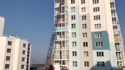 Кемеровские спасатели залезли в окно на девятом этаже из-за еды