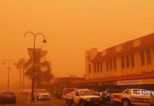 Адская пылевая буря накрыла австралийский город (видео)