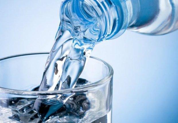 Как пить воду, чтобы худеть: 7 простых правил