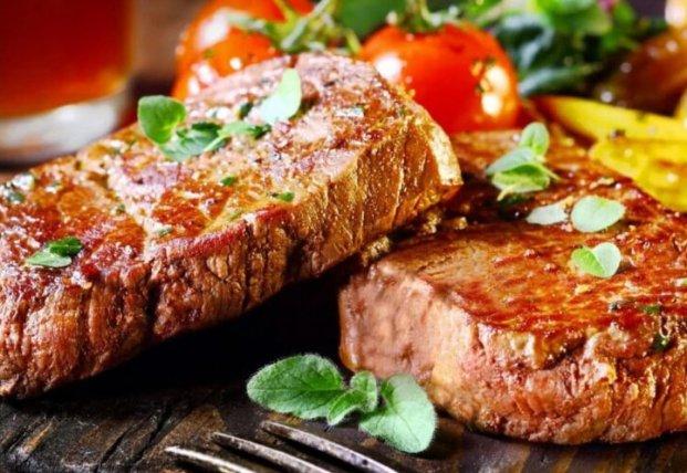 Названы самые опасные для организма виды мяса