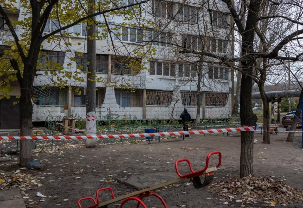 В Днепре из окна 16-го этажа выбросилась молодая женщина