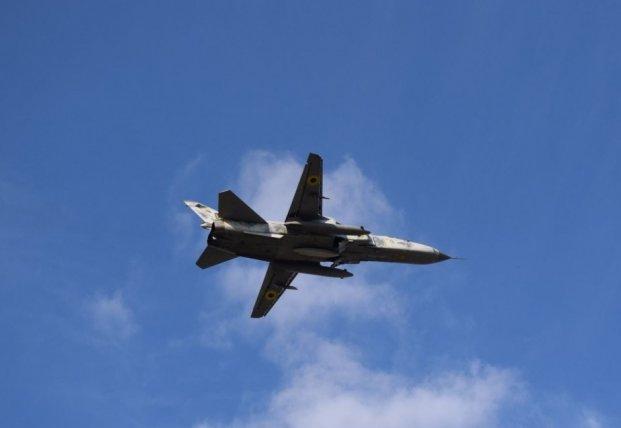 Украинские Су-24 из тактической авиации провели учения в непогоду