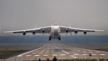 Авиалайнер с отказавшим двигателем совершил аварийную посадку в тюменском аэропорту