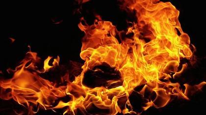 Видео с охваченной огнем кемеровской маршруткой появилось в Сети
