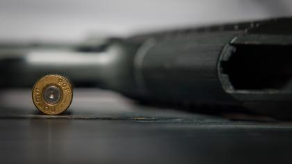 Неизвестный открыл стрельбу возле супермаркета в США