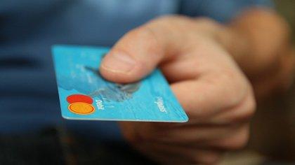 Мошенники похитили 100 000 рублей с кредитной карты кемеровчанина