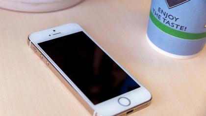 Рецидивистка украла мобильный телефон у спящего кузбассовца