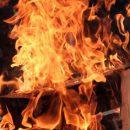Гаражный бокс с двумя автомобилями вспыхнул в Анжеро-Судженске