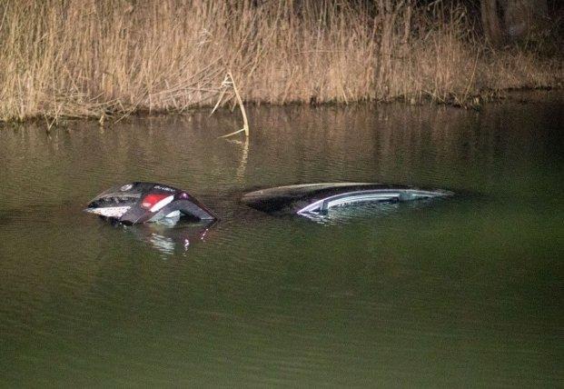 Под Киевом авто с ребенком рухнуло в реку (видео)