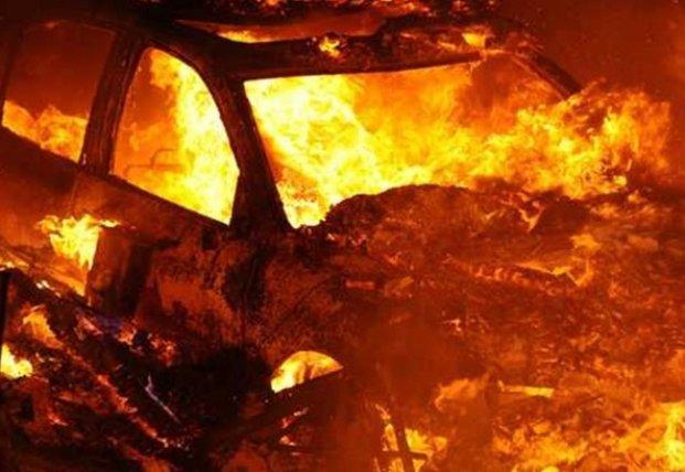 В Ужгороде сожгли автомобиль известного дипломата (видео)