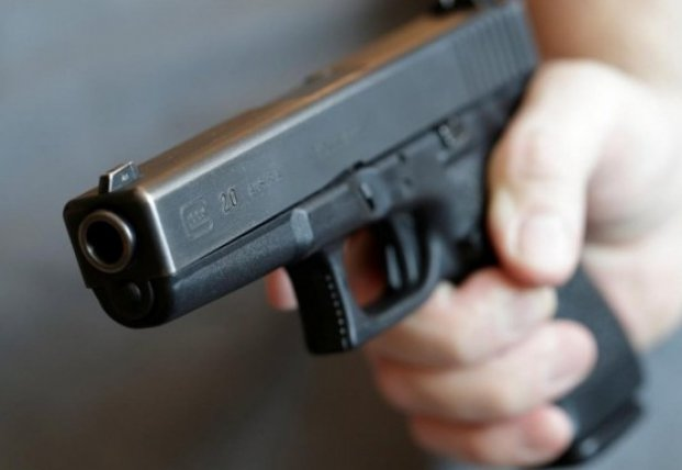 В Николаеве арестовали трех мужчин за стрельбу из окна автомобиля