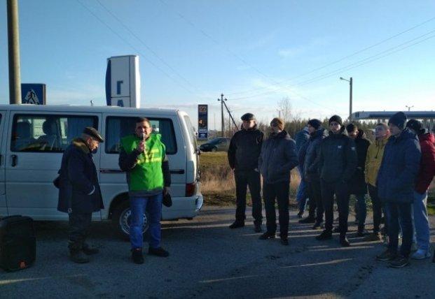 На Волыни протестующие блокируют трассу вблизи границы (фото, видео)